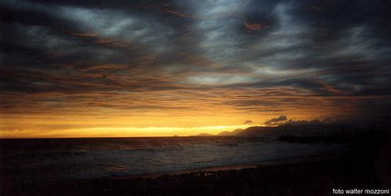 ..il cielo sopra marina di massa... (1798 clic)