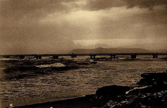 anni 70 ..al posto della spiaggia ...scogli.. - Marina di massa (4237 clic)