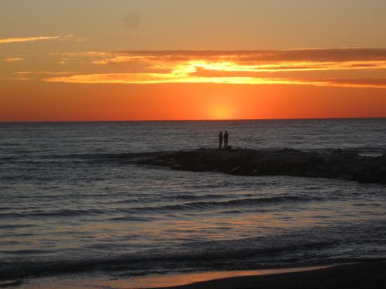 pescatori al tramonto... - Marina di massa (1571 clic)