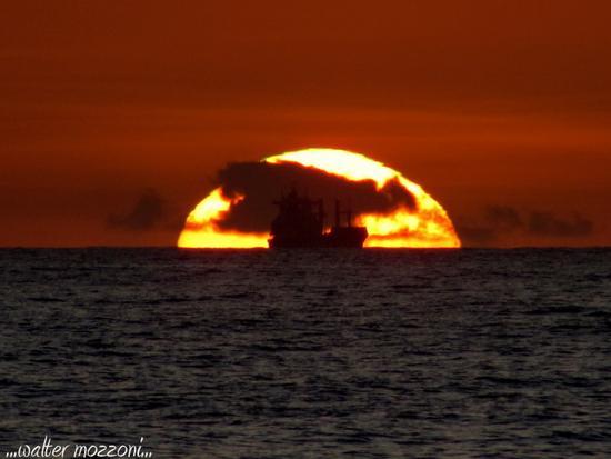...dalla spiaggia al tramonto... - Marina di massa (453 clic)