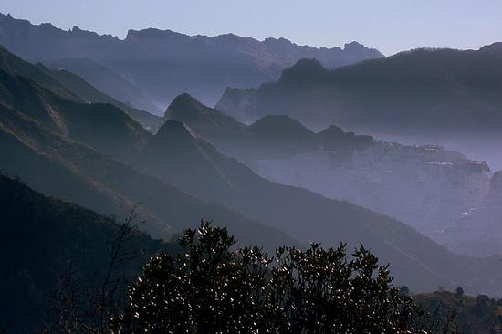 le apuane da Campocecina con le cave di Carrara - Alpi apuane (2783 clic)
