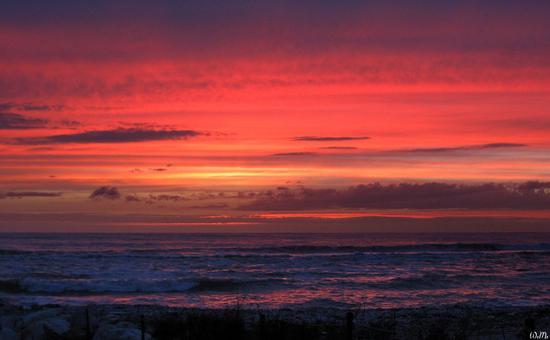 ...aspettando il tramonto... - Marina di massa (616 clic)