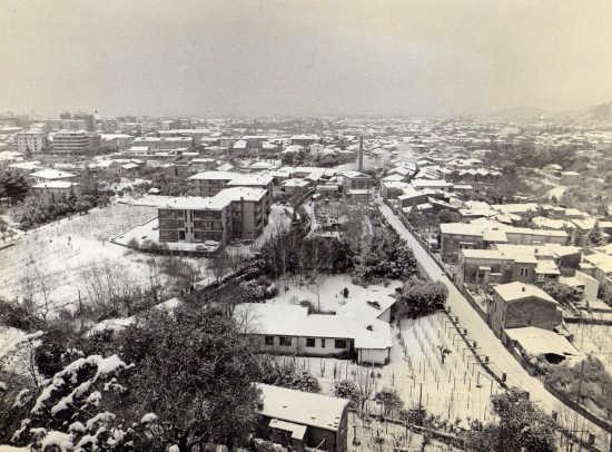 anni 90 nevicata in citta... - Massa (3650 clic)