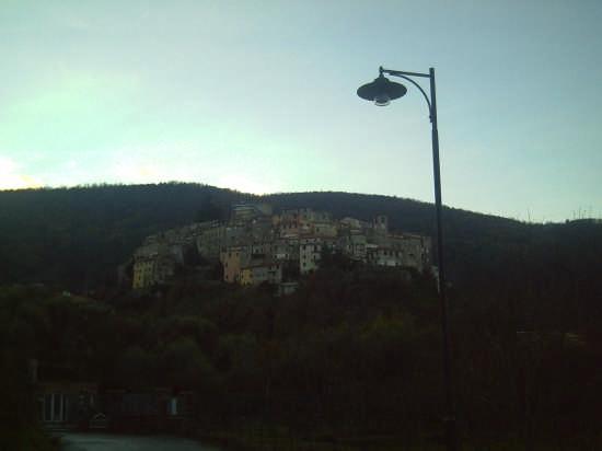 il borgo antico di ameglia (2965 clic)