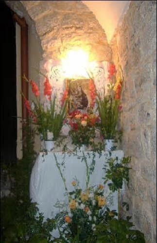 Altare Madonna del Balzo (Via Badia-Agosto 06) - Bisacquino (2813 clic)