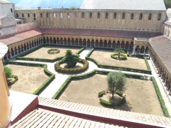 interno del chiostro di monreale visto dalle terrazze della cattedrale (4677 clic)
