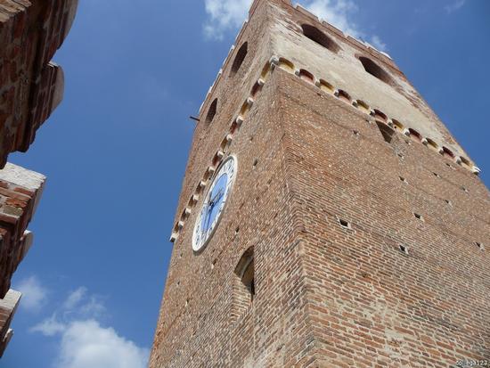 la torre dell'orologio restaurata - Noale (1083 clic)