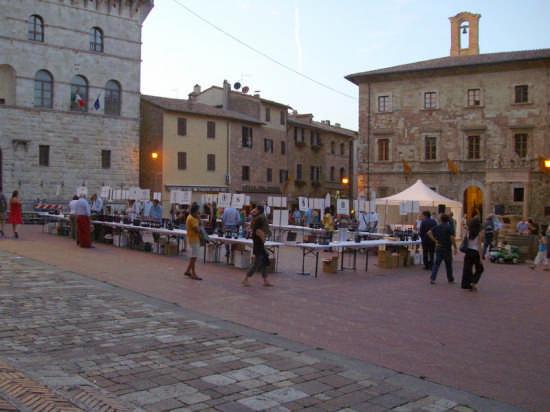 CANTINE IN PIAZZA 2008 - Montepulciano (2160 clic)