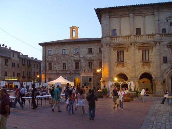CANTINE IN PIAZZA 2008 - Montepulciano (2321 clic)