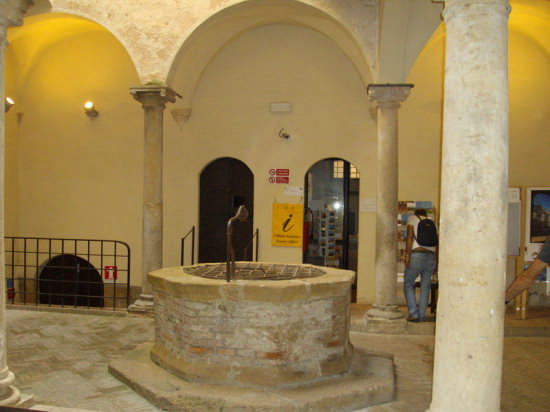 CHIOSTRO - Pienza (2275 clic)