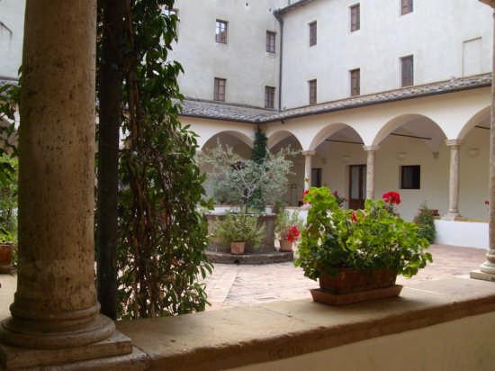 INTERNO  CHIOSTRO - Pienza (2222 clic)