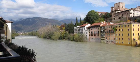la Brenta in autunno.. - Bassano del grappa (852 clic)