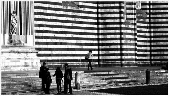linee tra persone  - Orvieto (1323 clic)