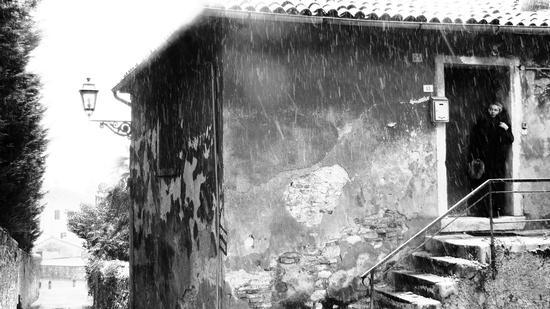 la signora in nero nel bianco  - Costozza longare (1642 clic)