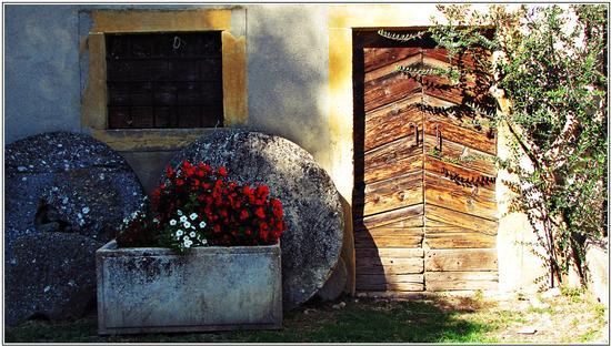 storie nei legni e nelle  pietre  - Mossano (1630 clic)