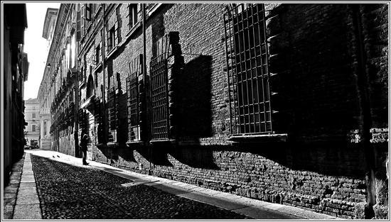 luce di taglio.. - Mantova (1536 clic)