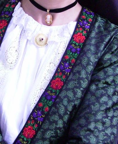 Dettaglio costume sardo di Perdasdefogu (3953 clic)