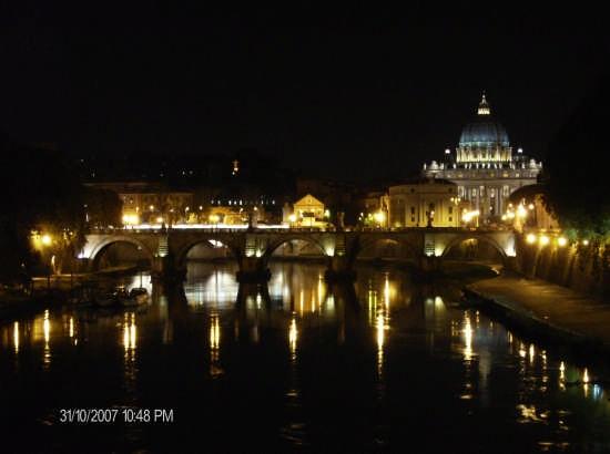 luce e riflessi di notte dal ponte  - Roma (1952 clic)