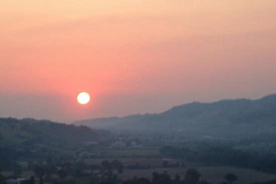 Ortezzano, le luci dell'alba (1666 clic)