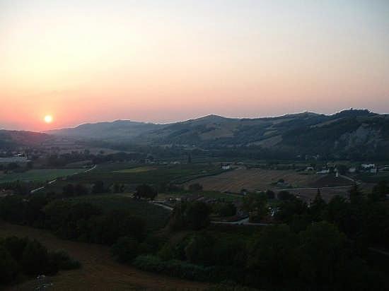 Ortezzano, le luci dell'alba (1563 clic)
