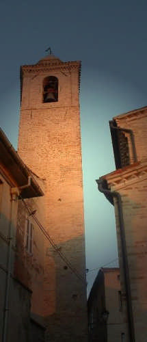 Ortezzano, le luci dell'alba, Chiesa d. Girolamo , il Campanile (1621 clic)