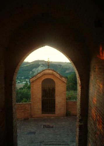 Ortezzano, le luci dell'alba, Porta da Sole (1856 clic)
