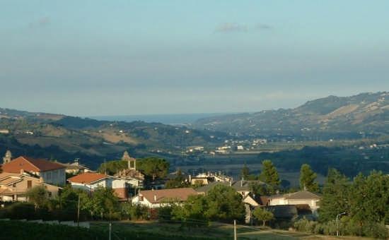 Ortezzano, Panorama con la Valdaso e l'Adriatico (1706 clic)