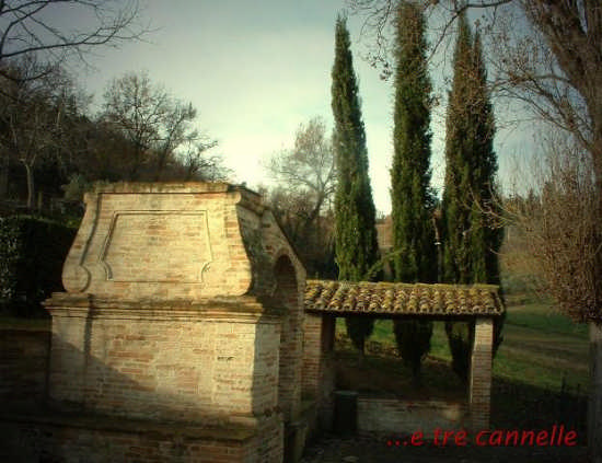 Ortezzano, Antica Fonte delle Tre Cannelle (1921 clic)