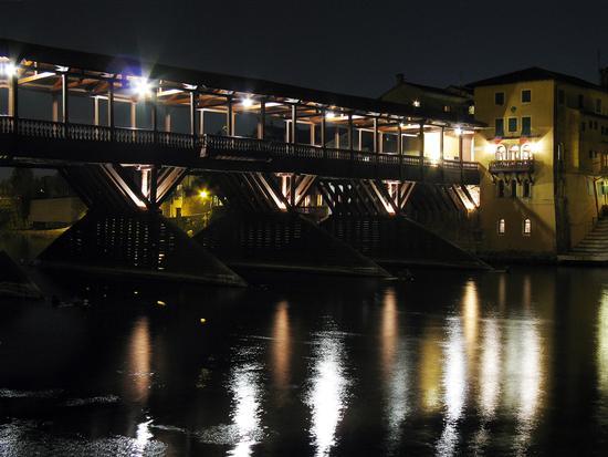 Bassano di notte - Bassano del grappa (4313 clic)