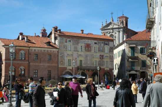 La piazza della città vecchia - Mondovì (2732 clic)