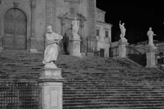 Modica, chiesa di S. Pietro: scalinata monumentale (2728 clic)
