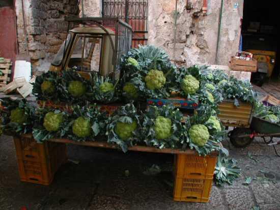 Palermo: cavoli al mercato Ballarò (5812 clic)