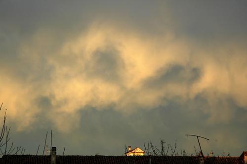 Saluggia: il cielo sopra i tetti delle cascine (2063 clic)