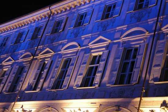 Torino: piazza S. Carlo particolare della cortina (2673 clic)