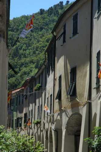 Zuccarello: la strada maestra, porticata (2385 clic)