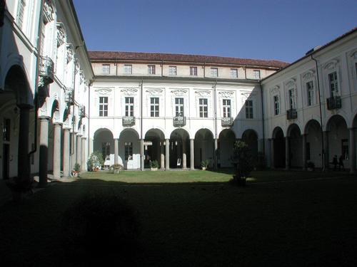 Vercelli: corte interna del seminario arcivescovile. F. Juvarra (3608 clic)