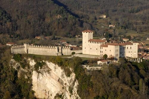 La Rocca - ANGERA - inserita il 22-Mar-09
