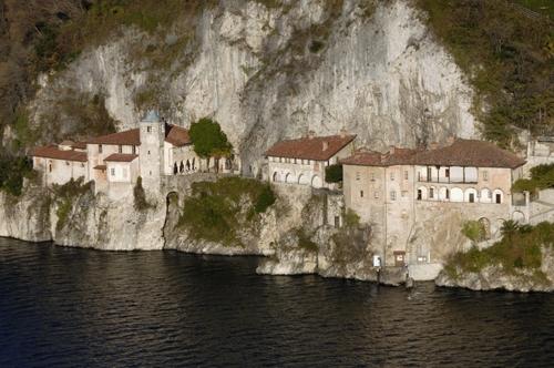 Eremo di Santa Caterina del Sasso - Leggiuno (5672 clic)