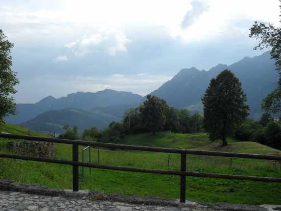 panorama - FUIPIANO VALLE IMAGNA - inserita il 31-Aug-09