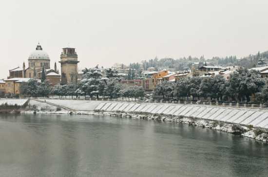 Lungadige San Giorgio sotto la neve - Verona (3352 clic)
