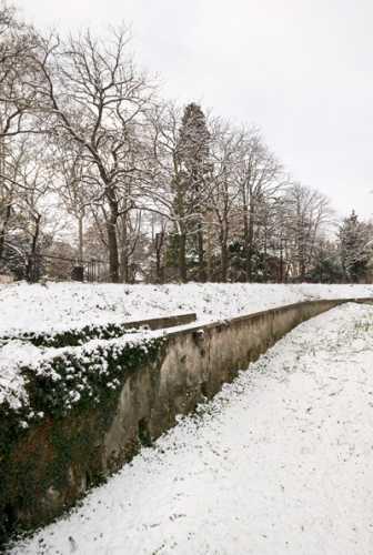 Il canale di scolo ai Giardini Cesare Lombroso sotto la neve - Verona (2339 clic)