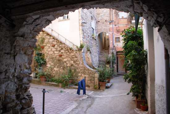 Cortile in Via C. Cavour - Fondi (2482 clic)