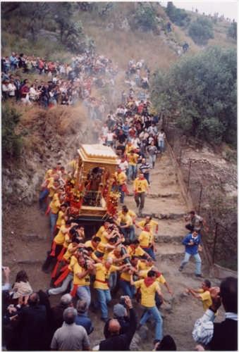 calata San Filippo terzo sabato di maggio - Calatabiano (4334 clic)