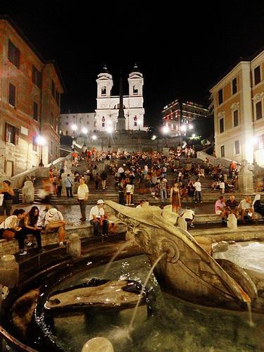 Movida romana, Piazza di Spagna (3065 clic)