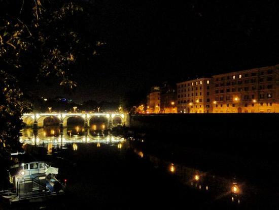 Notturno sul bindo Tevere - Roma (1721 clic)