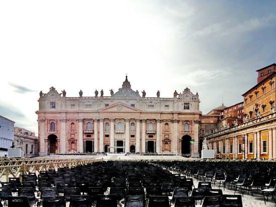 Piazza San Pietro, la facciata della Basilica - Città del vaticano (2165 clic)