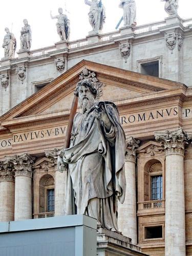 San Pietro, statue sulla facciata della Basilica - Città del vaticano (2738 clic)