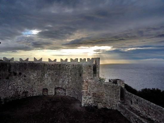 Il Castello di Populonia (1905 clic)