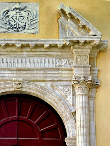 Il portale della chiesa di San Francesco d'Assisi - Gela (876 clic)