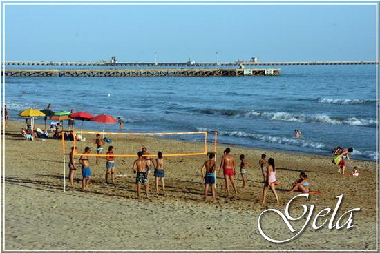Sulla spiaggia - Gela (885 clic)